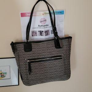 Coach oxford signature tote style purse patent